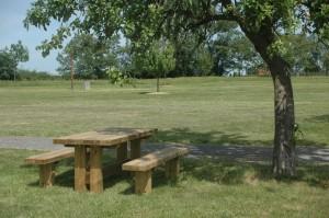 table banc bois 300x199 Table banc en bois